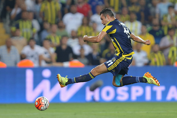 Van Persie nets first Fenerbahce goal with his first touch in Europa League play-off